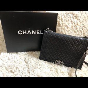 Large Chanel bag Black